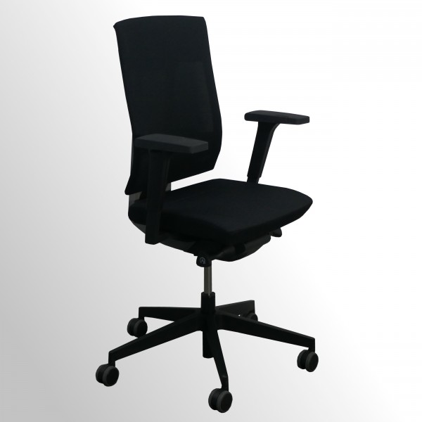 Günstiger Bürodrehstuhl mit Armlehnen und Netzrücken